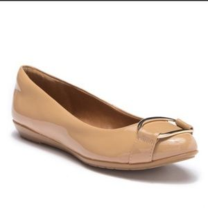 Sofft patent nude flats